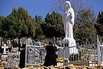 Pilger an der Marienstatue - Medjugorje