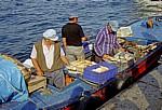 Imbiss (Boot) mit frischem Fisch - Istanbul