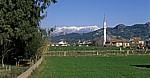 Moschee, im Hintergrund das Taurusgebirge - Aspendos