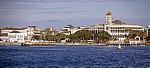 Zanzibar Town: rechts das House of Wonder (Beit el Ajaib) - Zanzibar Channel