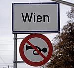 Ortseingangsschild: Wien - Wien