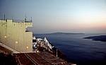 Blick über den Ort auf die Caldera - Fira