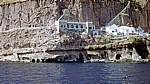 Steilküste: Unterkünfte und Lagerräume - Santorini