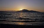 Sonnenuntergang an der Karaburun-Halbinsel und der Bucht von Vlorë - Orikum
