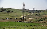 Zwischen Fier und Berat: Erdölfördertürme - Myzeqe-Ebene
