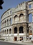 Amphitheater: Arkadenbögen und Seitenturm - Pula
