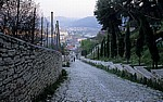 A. Tovanxhi Kalasë: Die Straße zur Burg (Kalaja) - Berat
