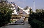 Boulevard Dëshmorët e Kombit: Pyramide von Hoxha - Tirana