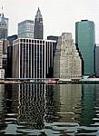 Blick vom East River auf den Financial District - New York