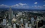 Blick vom Menara Kuala Lumpur: Petronas Towers - Kuala Lumpur