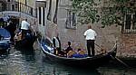 Gondolieri mit ihren Gondeln - Venedig