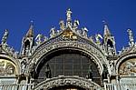 Basilica San Marco: Mittelbogen mit dem Hl. Markus und Engeln - Venedig