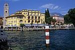 Uhrturm Torre Apponale am Hafen - Riva del Garda