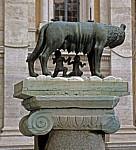 Die Kapitolinische Wölfin säugt Romulus und Remus (Kopie) - Rom