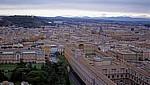 Petersdom: Blick von der Kuppel auf die Vatikanischen Gärten und die Vatikanischen Museen - Vatikan