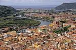 Blick vom Castello Malaspina (Serravalle): Altstadt, Fiume Temo, Bosa Marina, Mittelmeer - Bosa