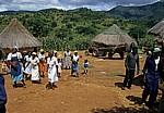 Moçambikanische Familie auf ihrem Anwesen - Provinz Manica