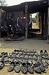 Informeller Sektor: Designerschuhe aus alten Autoreifen - Masvingo