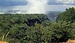 Blick vom Victoria Falls Hotel: Victoria Falls / Mosi oa Tunya (der donnernde Rauch) - Victoria Falls