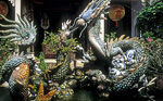 Versammlungshalle der Kanton-Chinesen: Hofbrunnen mit Tondrachen - Hoi An