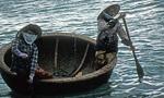 Frauen im Korbboot - Hon Mieu