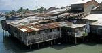 Blick von der Xom Bong-Brücke auf die Häuser am Cai-Fluß - Nha Trang