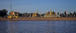 Blick vom Tonle Sap auf Königspalast / Silberpagode - Phnom Penh