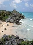 Blick auf die Ausgrabungsstätte direkt am Karibischen Meer - Tulum