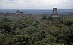 Blick von Tempel IV: (von links) Tempel I, II und III - Tikal