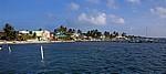 Blick auf die Häuser am Strand - Caye Caulker