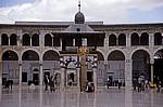 Omayyaden-Moschee: Blick über den Sahn (Hof) auf den Brunnen für Waschungen - Damaskus