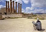 Gerasa: Maler vor dem Artemis-Tempel - Jerash