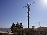 Eisenkreuz, um das sich eine eherne Schlange windet - Nebo