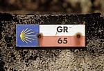 Jakobsweg (Navarrischer Weg): Hinweisschild für den Camino bzw. GR 65 (Gran Recorrido) - Pyrenäen (F)