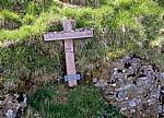 Jakobsweg (Navarrischer Weg): Erinnerungskreuz - Pyrenäen (F)