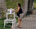 Mechanische Wäscheschleuder an der kirchlichen Herberge - Roncesvalles
