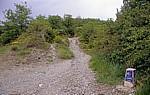 Jakobsweg (Navarrischer Weg): Hinweisstein nach Zubiri - Pyrenäen