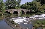 Jakobsweg (Navarrischer Weg): Mittelalterliche Brücke über den Río Ulzama  - Trinidad de Arre