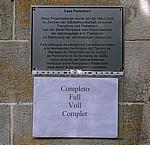"""Hinweisschild """"Completo"""" an einer Pilgerherberge  - Pamplona"""
