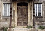 Jakobsweg (Caminho Português): Eingangsportal mit Holztür - Fontoura
