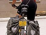 Schild an einem Fahrrad: Veiculo sem stress (Fahrzeug ohne Streß) - Agés