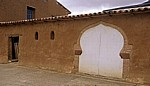 Jakobsweg (Camino Francés): Nebengebäude in Adobe-Bauweise mit Hufeisenbogen (maurischem Bogen) - Moratinos