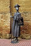 Jakobsweg (Camino Francés): Pilgerstatue vor der Iglesia de la Trinidad - Sahagún