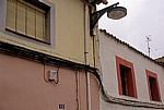 Jakobsweg (Camino Francés): Straßenbeleuchtung mit Jakobsmuschel - Sahagún