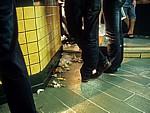 Altstadt: Müll auf dem Boden einer Bar - León
