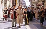 Altstadt: Umzug in der Calle Ancha (Festividad del Corpus Christi) - León