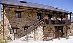 Jakobsweg (Camino Francés): Typisches Haus der El Bierzo-Region - El Acebo