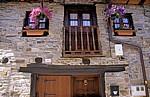 Jakobsweg (Camino Francés): Fassade eines Wohnhauses  - El Acebo