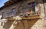 Jakobsweg (Camino Francés): Wohnhaus mit Wappen - Ponferrada