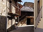 Jakobsweg (Camino Francés): Traditionelle Häuser - Valtuille de Arriba
